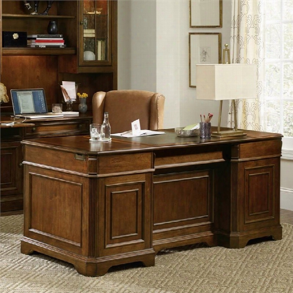 Hooker Furniture Brookhaven Executive Desk In Cherry