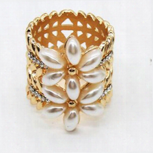 Fashion Korean Simple Pearl Flower Scarf Brooch Buckle High Quality Jewelry For Women Top Grade Shawl Accessories
