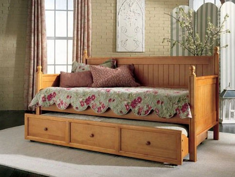 Casey Ii Daybed With Trundle In Honey Maple Finish - Twin